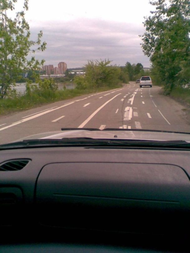 Road Marking Fail (6 pics)