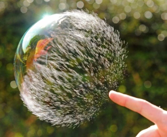 Bursting soap-bubble (9 pics)