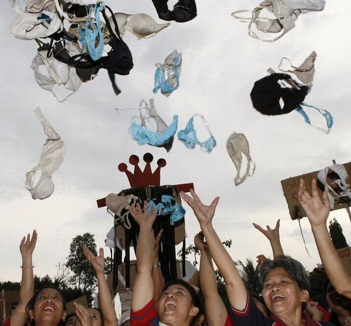Underwear protest (14 pics)