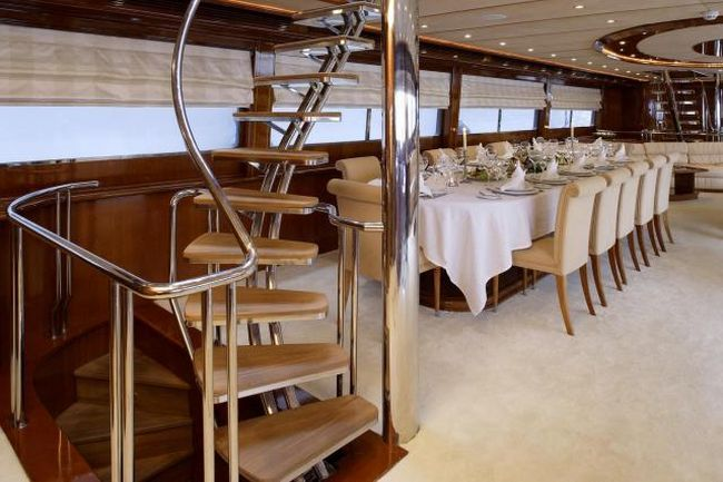 How do luxury yachts look inside  (28 pics)