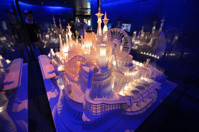 A Paper Craft Castle On the Ocean  (10 pics)