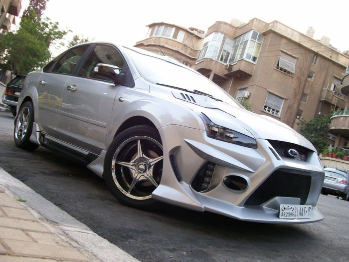 Modified Ford Focus  (8 pics)