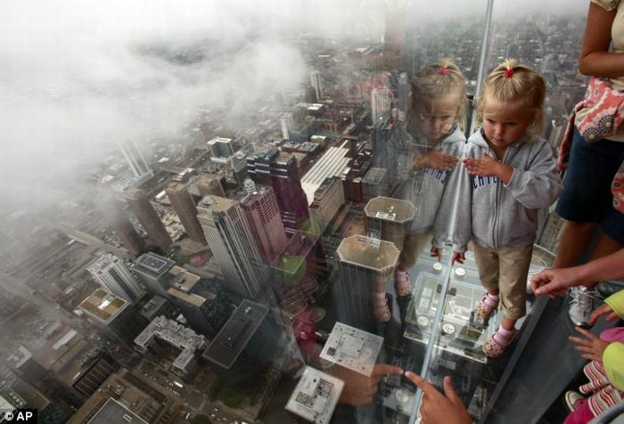 Glass box balcony at Sears Towers in Chicago (8 pics)