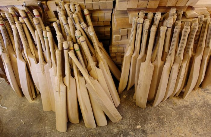 How the cricket bats are made (10 pics)
