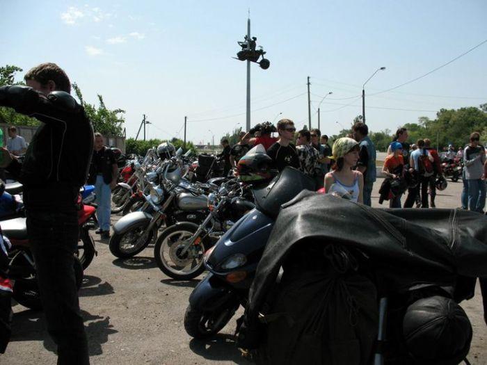 Dead bikers monument (5 pics)
