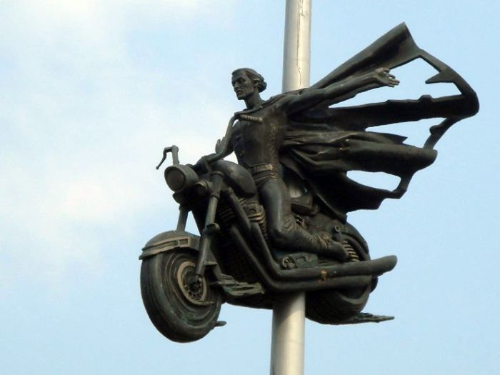 Dead bikers monument (5 pics)