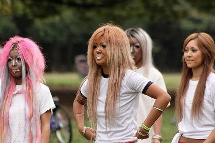 Ganguro girls (37 pics)