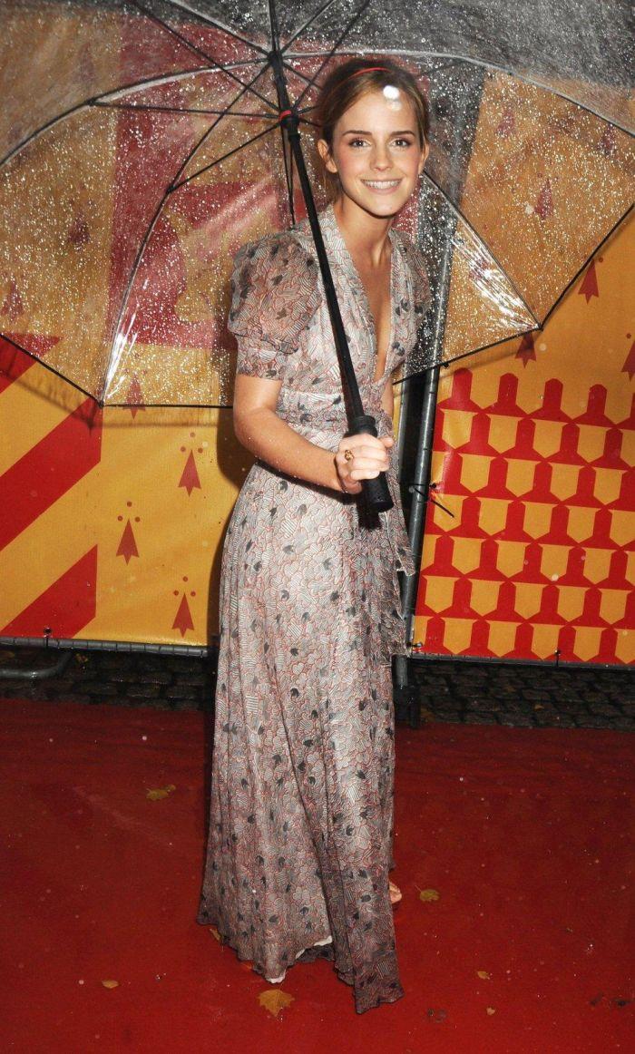 Emma Watson shows some panties (8 pics)