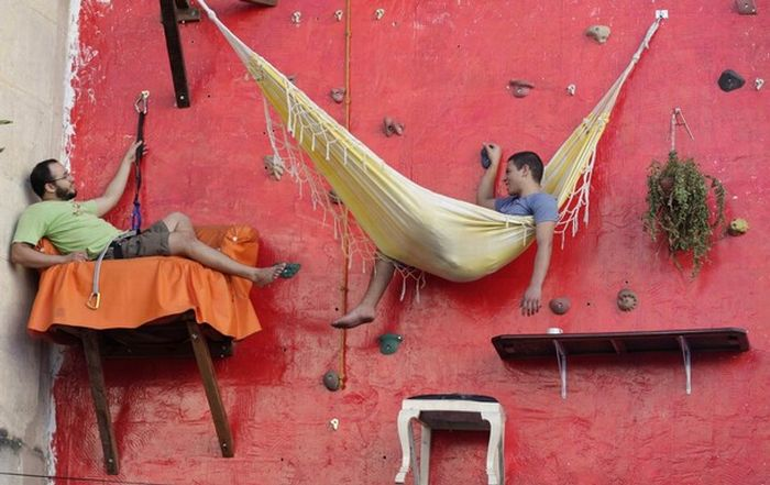 Hanging out eating, reading and sleeping (11 pics)