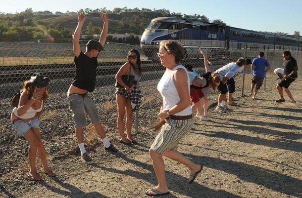 """Mooning of the trains""  in OC, California (16 pics)"