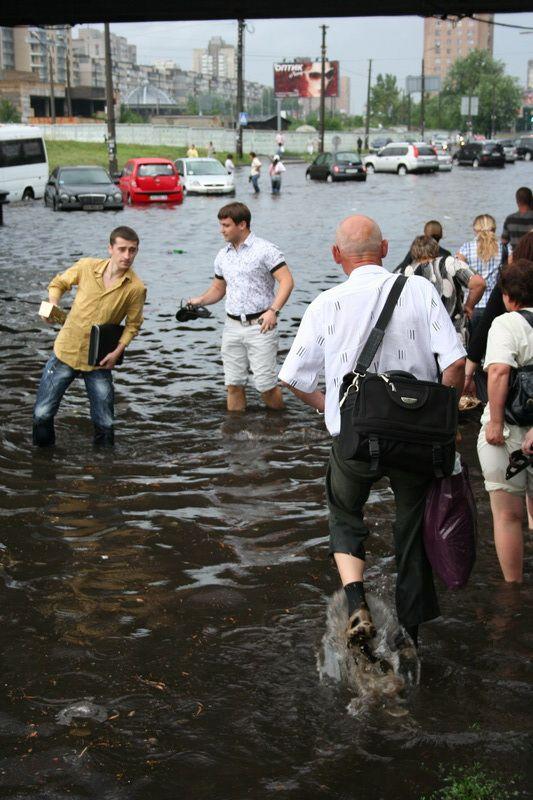 A flood in Kiev, Ukraine  (42 pics)
