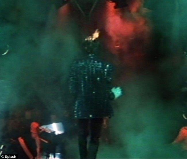 Michael Jackson's hair on fire (12 pics)