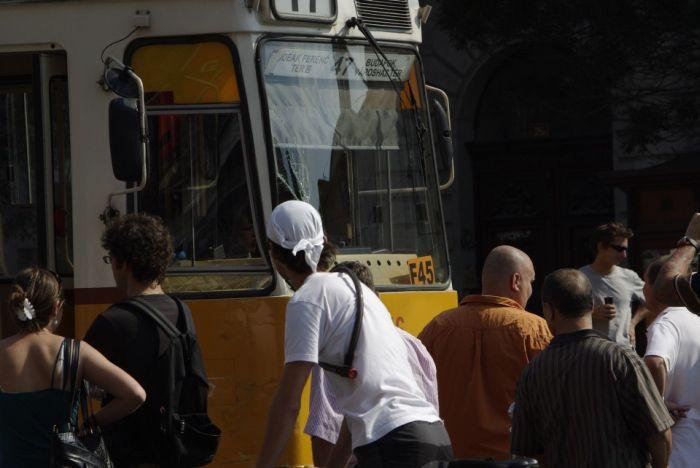 Hummer vs Street Railway (16 pics)