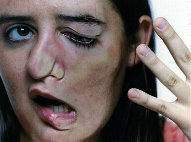 People Squashed Against Glass (9 pics)