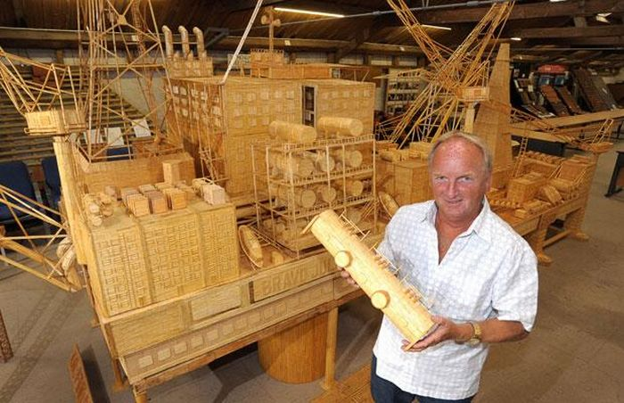 Matchsticks oil rig (14 pics)