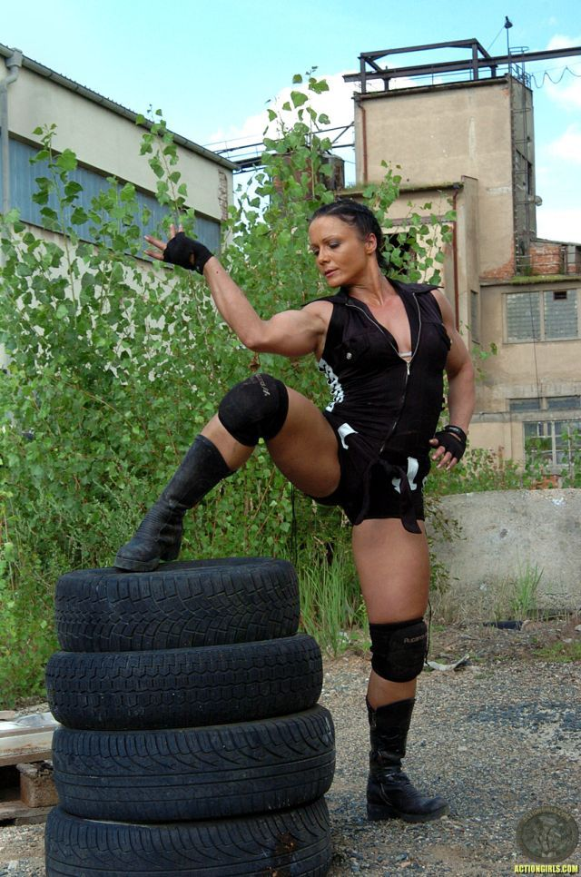 Action Girl 35 Pics-2852