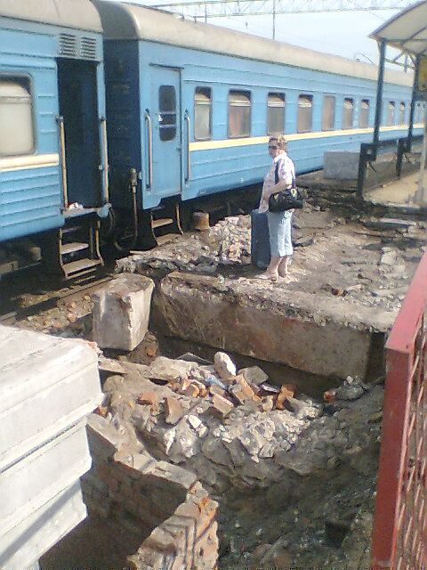 It's not easy to get on your train in Moscow (5 pics)