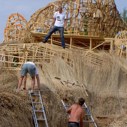 Building a giant beaver  (16 pics)