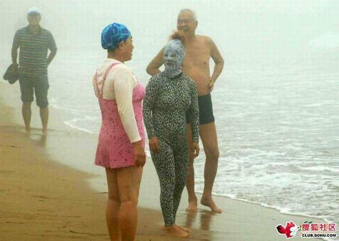 Strange bathing suit (6 pics)
