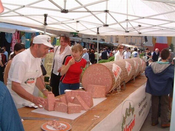 Giant Sausages (21 pics)