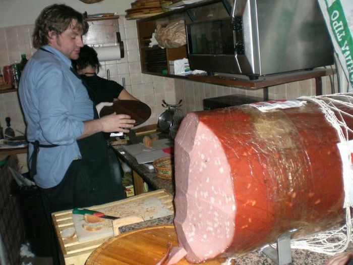 Giant Sausages (21 pics)