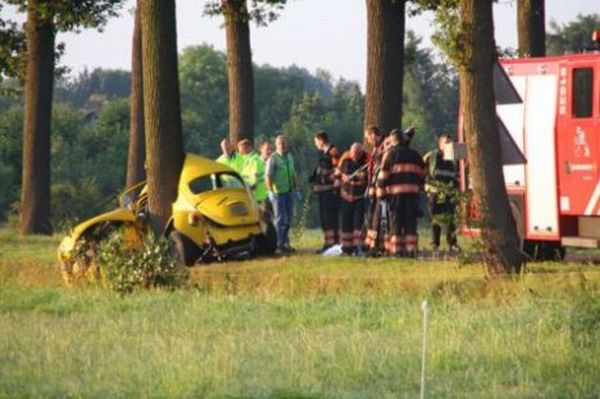 VW Beetle Accident  (4 pics)