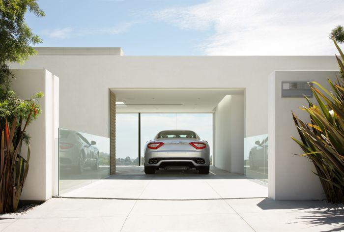 The best Maserati Garage (2 pics + video)