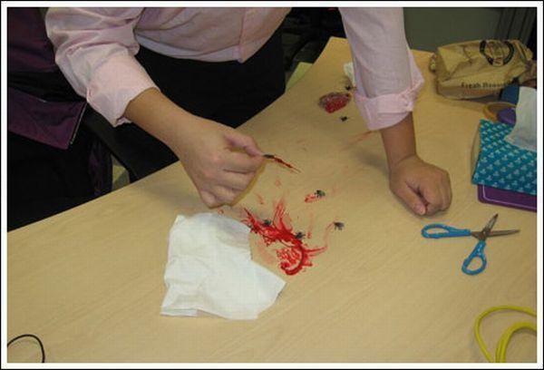 Bloody Office Prank (10 pics)
