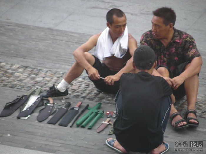 Illegal gun sales on the streets of China (11 pics)