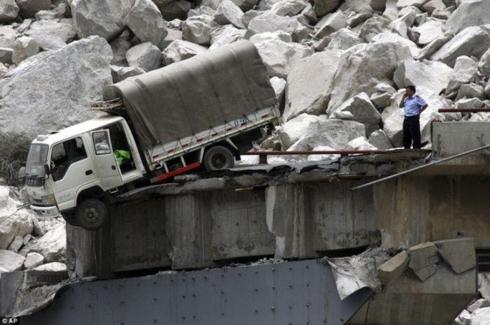 Lucky truck driver (3 pics)