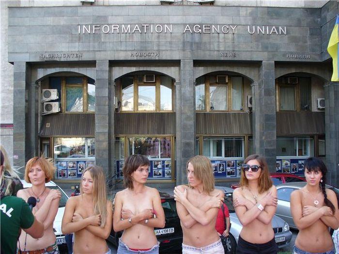 Ukrainian girls hate porn (6 pics)