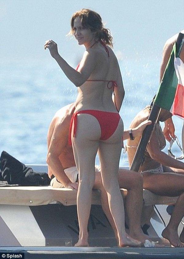 Jennifer Lopez bikini pictures  (4 pics)