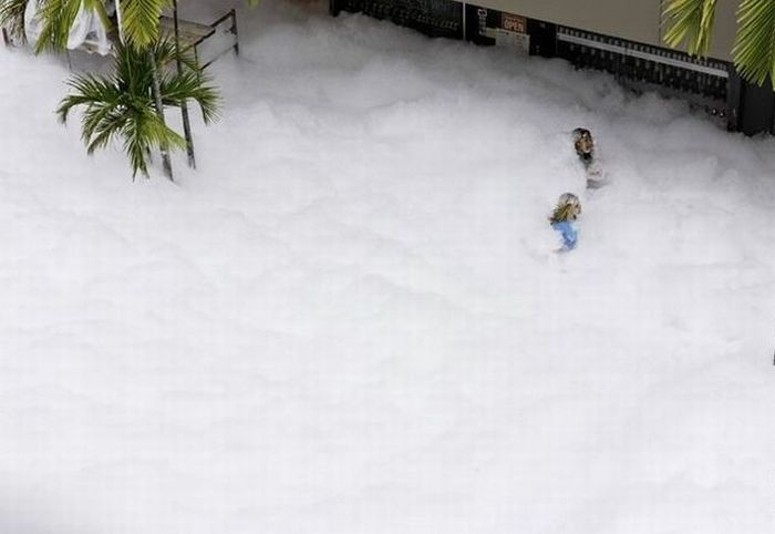 Foam in the city streets (53 pics)