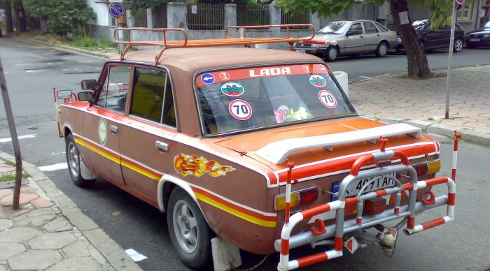 Strange Russian car found on the streets of Bulgaria  (3 pics)