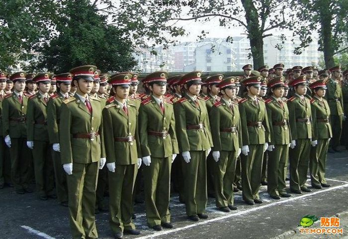 Chinese army girls on and after the duty (11 pics)