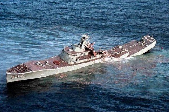 Torpedo vs Ship  (10 pics)