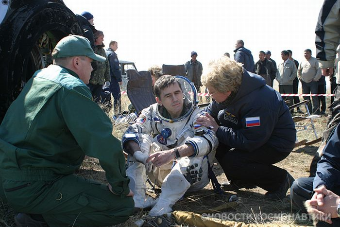 Spaceship Landing (72 pics)