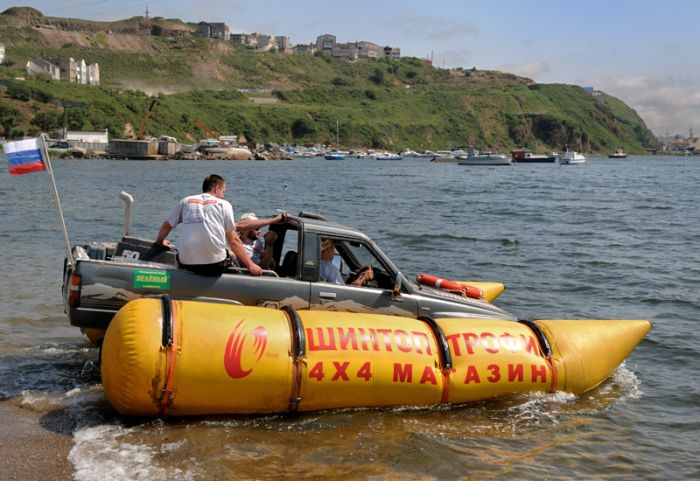 When car becomes a boat (6 pics)