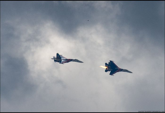 Two Russian Su-27 fighters collided (12 pics)