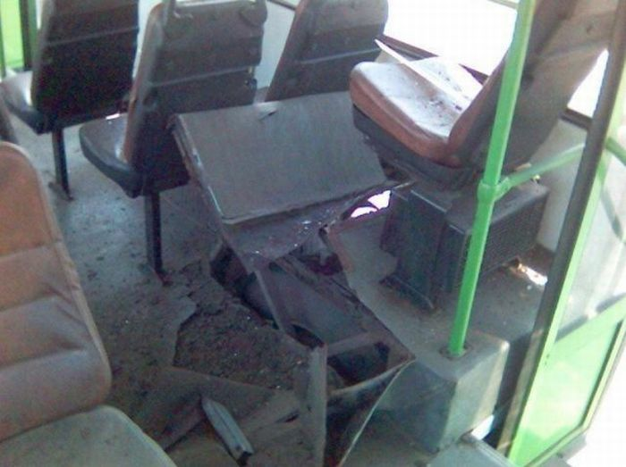 Bus tire exploded (7 pics)