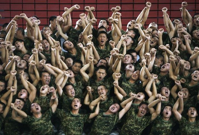 Funny Chinese Soldiers (12 pics)