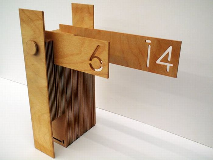 Unusual Wooden Calendar (5 pics)