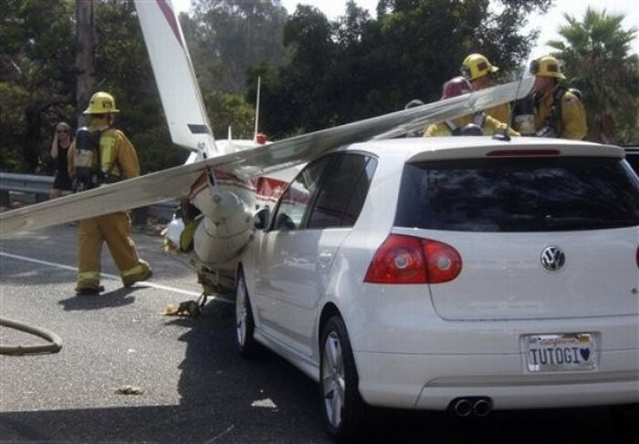Landing on a highway  (9 pics)