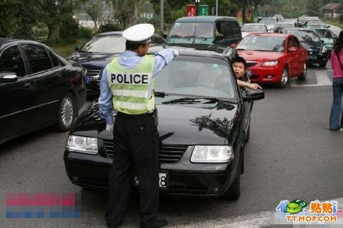 Tough Chinese Cop (12 pics)