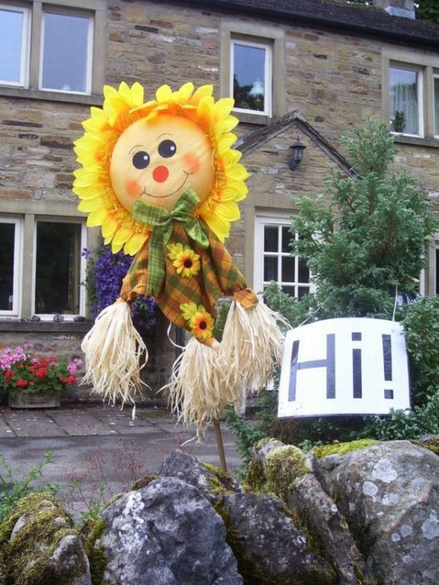 Funny and strange scarecrows (18 pics)