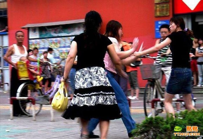 Street Fight in China (13 pics)