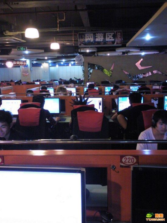 How to be different at a lan party  (4 pics)