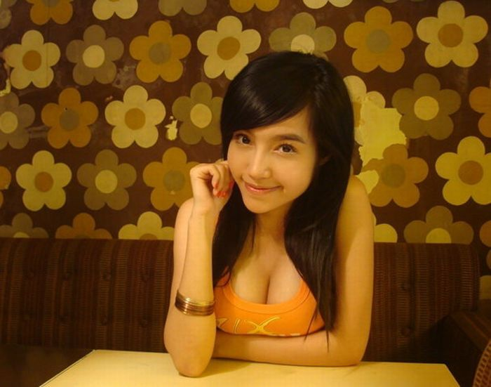 Elly - very popular girl from Vietnam (30 pics)