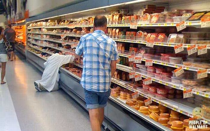 Funny and strange people in Wal-Mart  (35 pics)