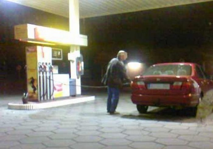 What can happen at a gas station (12 pics)